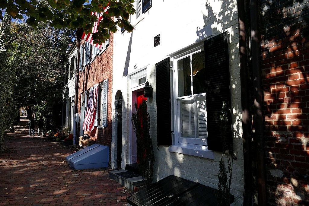 1024px-2017.10.27.121642_Prince_Street_Alexandria_Virginia_USA.jpg