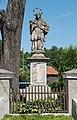 2017 Figura św. Jana Nepomucena w Żelaźnie 1.jpg