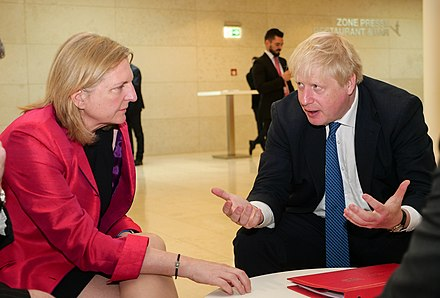 Kneissl with Britain's Foreign Secretary Boris Johnson, 16 April 2018