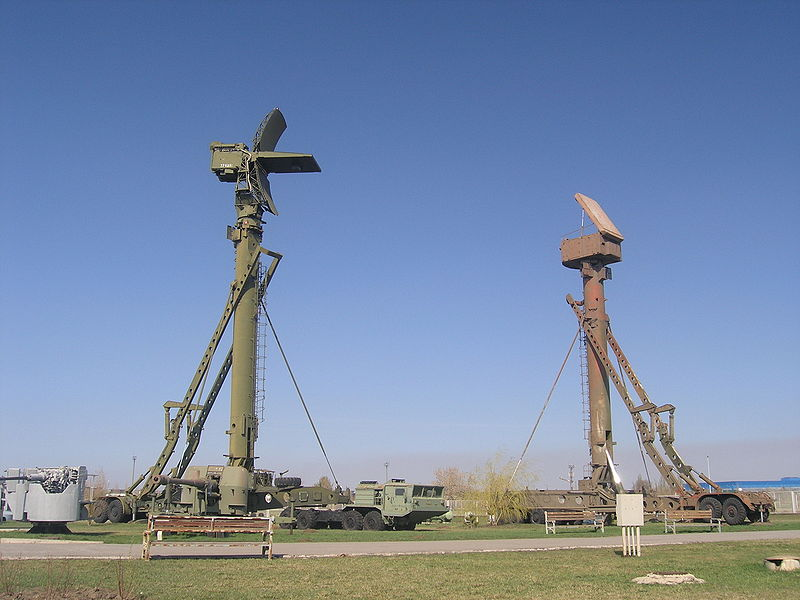 http://upload.wikimedia.org/wikipedia/commons/thumb/3/3d/76N6_acquisition_radar_and_30N6_fire_control_radar.jpg/800px-76N6_acquisition_radar_and_30N6_fire_control_radar.jpg