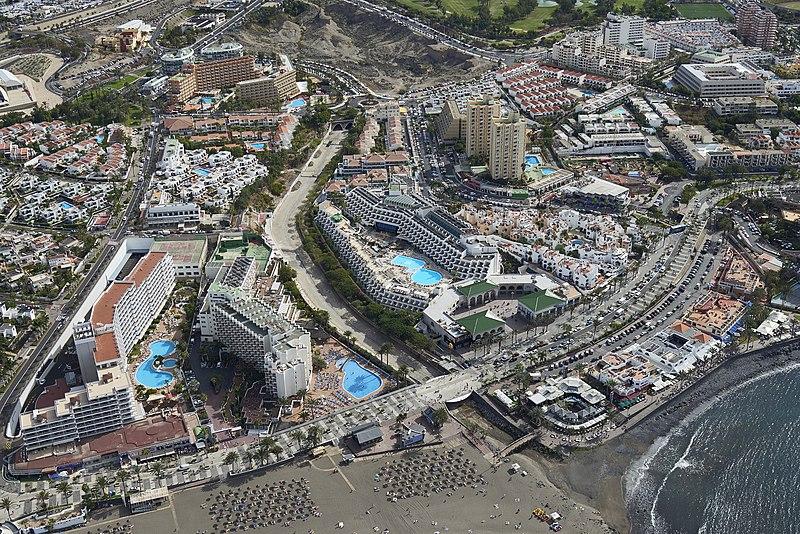 Datei:A0446 Tenerife, Playa de las Américas aerial vie.jpg