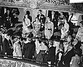 Aankomst van het Koninklijke Gezelschap in de stadsschouwburg, de hoge gasten in, Bestanddeelnr 910-5090.jpg