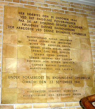 Aarhus University - Memorial in the main building to honour the ten victims of the 1944 air strike and the two workers killed during construction in 1941.