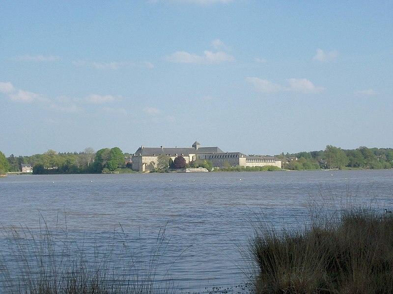 File:Abbaye de Paimpont vue de l'ouest 2011.jpg
