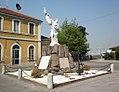 Acquanegra Cremonese - monumento ai Caduti.jpg