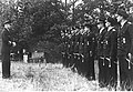 Admirał Karl Donitz podczas spotkania z wyróżniającymi się marynarzami niemieckiej marynarki wojennej (2-2608).jpg