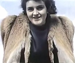Adolf Hitler and Eva Braun's private videos, home movie (Ausschnitt Rotfuchsjacke 1).jpg