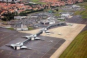 Clermont-Ferrand Auvergne Airport - Image: Aeroport clermont ferrand auvergne va