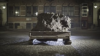 Natural History Museum of Denmark - The Agpalilik meteorite outside the Geological Museum.