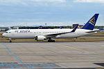 Air Astana, P4-KEC, Boeing 767-3KY ER (20167345829).jpg