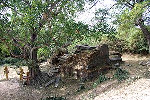 Ak Yum - Ruin of the temple