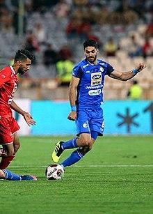 Ali karimi with Esteghlal.jpg