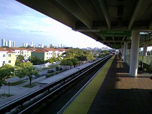 Allapattah station - Northbound train entering the station, Downtown Miami visible left-background
