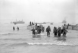 American troops landing on the beach at Arzeu.jpg