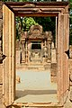 Angkor-Banteay Srei-10-Tueren-2007-gje.jpg