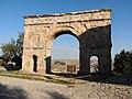 Arco romano 3 vueltas medinaceli - panoramio.jpg