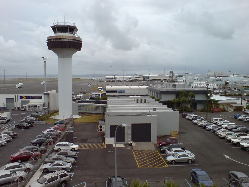 http://upload.wikimedia.org/wikipedia/commons/thumb/3/3d/Auckland_Airport_Carparks_Main.jpg/800px-Auckland_Airport_Carparks_Main.jpg