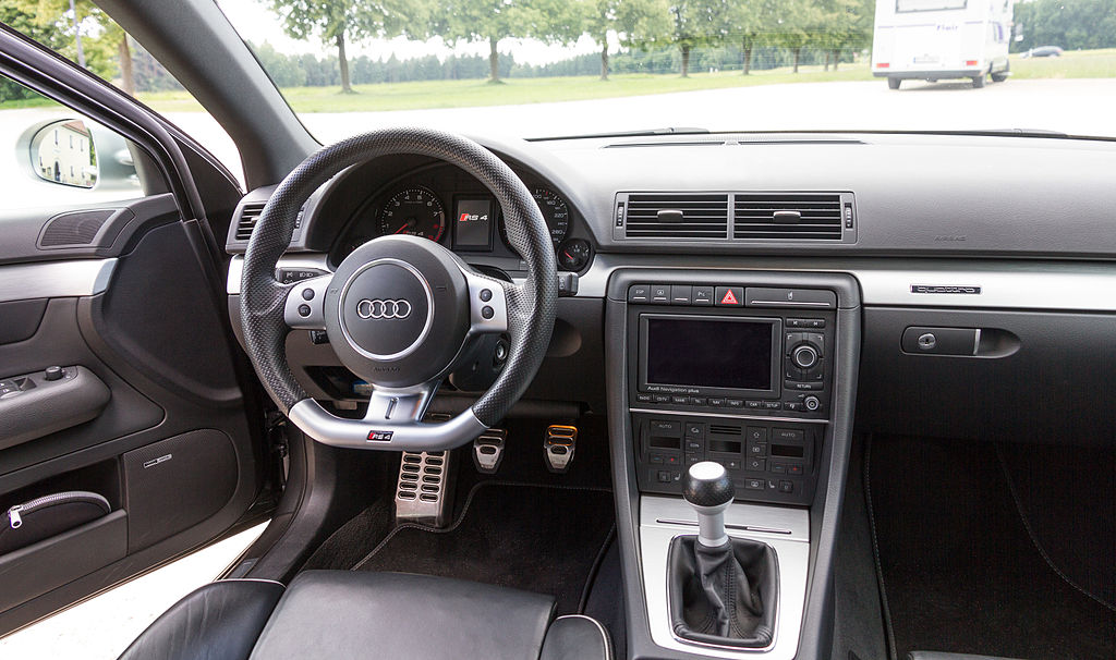 File audi rs4 b7 wikimedia commons for Lederen interieur audi a4