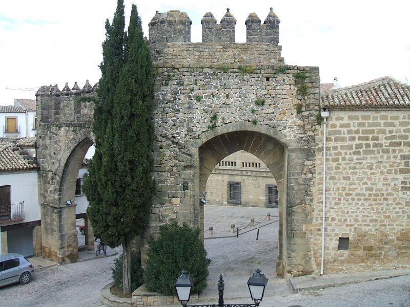 File:Baeza - Puerta de Jaén y Arco de Villalar 4.jpg - Wikimedia ...