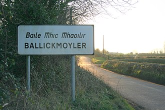 Place names in Ireland - Welcome sign at Ballickmoyler, County Laois - the letter i is written dotless as it is in Gaelic script