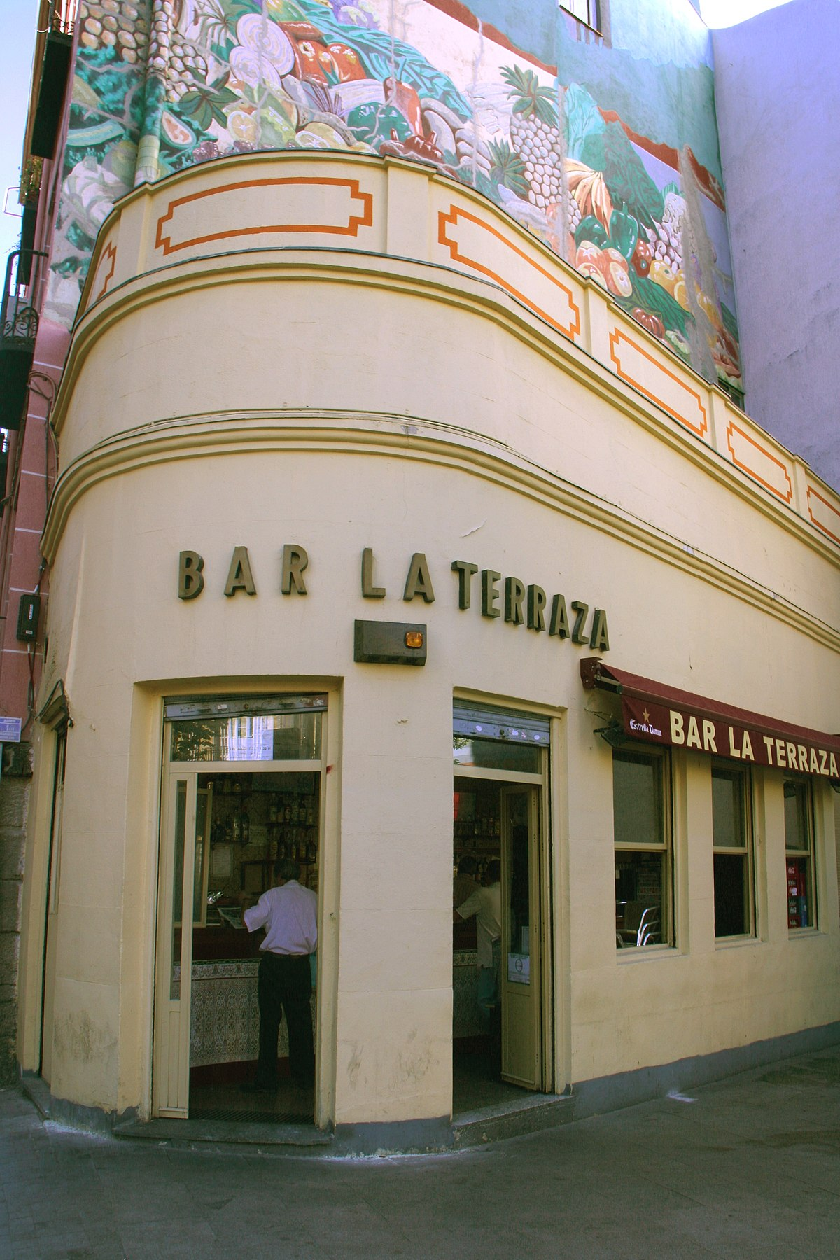 File Bar La Terraza Madrid Jpg Wikimedia Commons