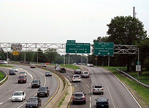 Cross Island Parkway - The Cross Island Parkway approaching its southern terminus, exit 25A, which serves the Southern State Parkway and the Belt Parkway in Cambria Heights, Queens