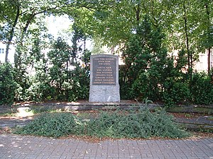 Judith Auer - Memorial in Berlin-Bohnsdorf for seven Bohnsdorfers killed resisting the nazi government. The caption reads: Brought to death, yet see: we live