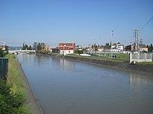 Il canale Biffis a Bussolengo, dove alimenta una centrale idroelettrica