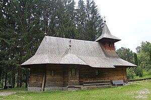 Vânători-Neamț - Image: Biserica de lemn Sf Voievozi Sihastria 01