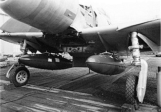 Boeing XF8B - Drop tank arrangement on XF8B-1