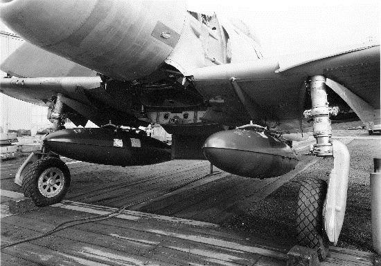 Boeing XF8B-1 drop tanks