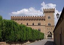 Il castello di Bolgheri, già conosciuto come Gherardesca, storico possedimento della famiglia.