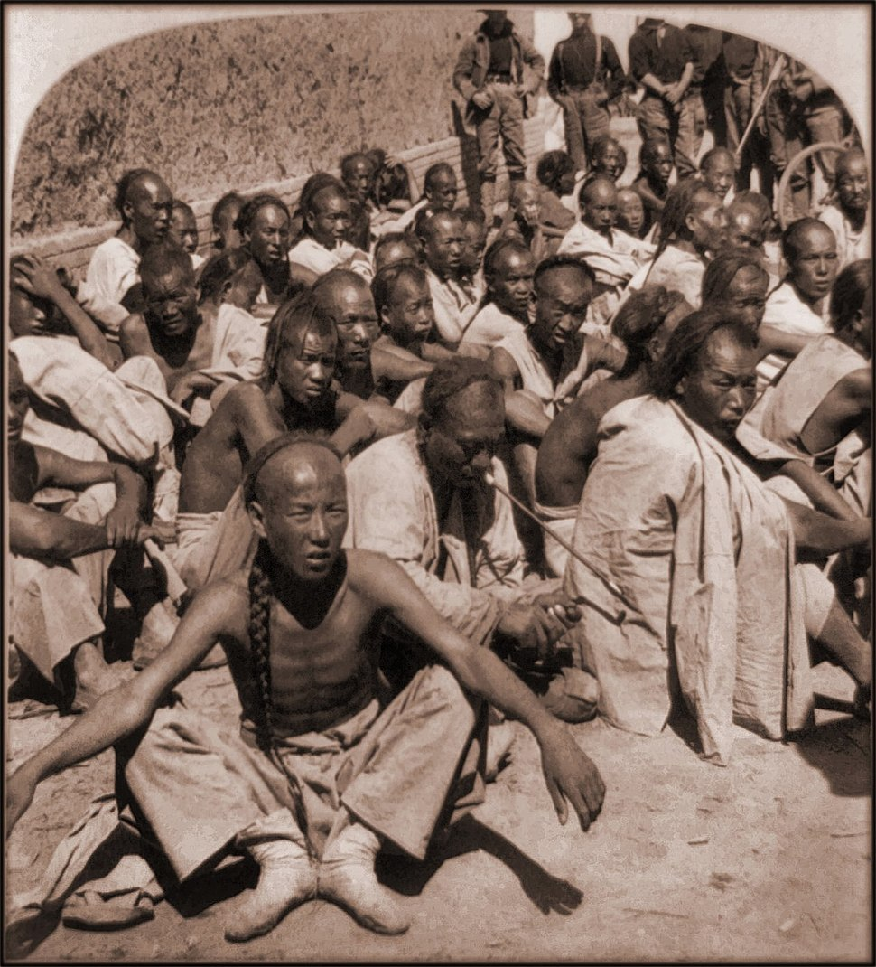 Boxer Prisoners Captured By 6th US Cavalry, Tientsin, China (1901) Underwood & Co (RESTORED) (4072872709)