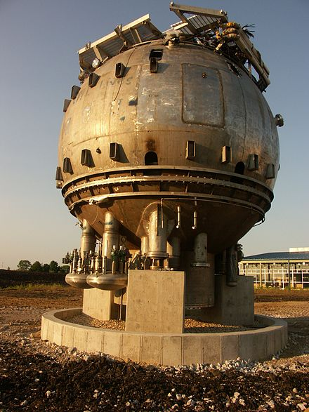 Fermilab's disused 15-foot (4.57 m) bubble chamber BubbleChamber-fnal.jpg