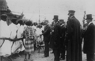 Tierpark Hagenbeck - Wilhelm II, German Emperor during a visit on 1909, speaking with human exhibitions.