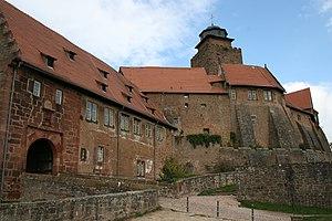 Burg Breuberg, Hauptburg und Torbau.