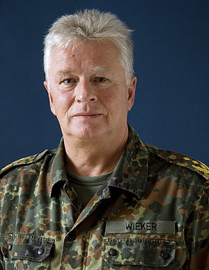 Inspector General of the Bundeswehr - Image: COM BDU Portrait