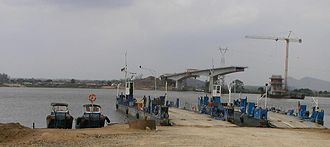 Armando Emilio Guebuza Bridge - Image: Caia bridge under construction