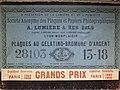 Caja de placas secas al gelatino-bromuro de plata, marca Lumière, hacia 1900, Fototeca del IPCE, Madrid, España.jpg