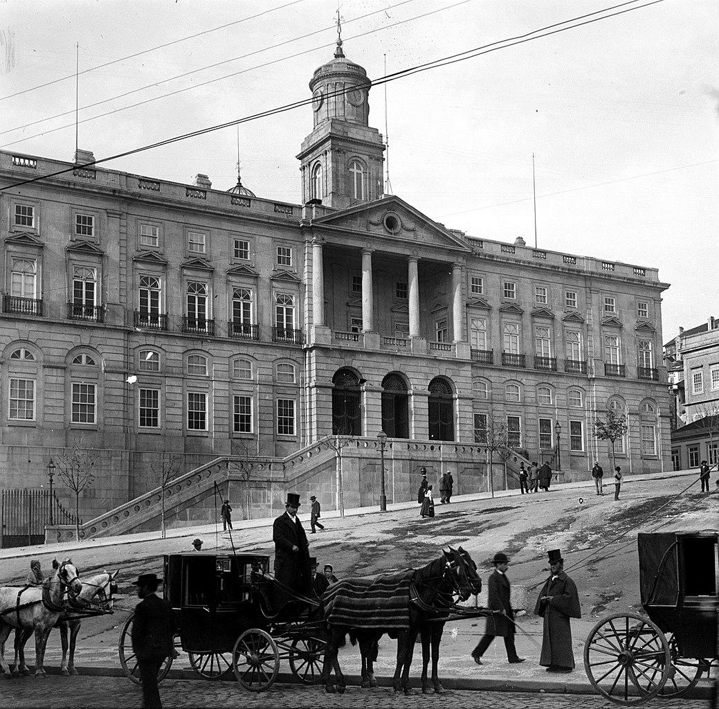 calèches devant le palais de la Bourse à Porto avant 1894 - Photo d'Aurélio Paz dos Reis