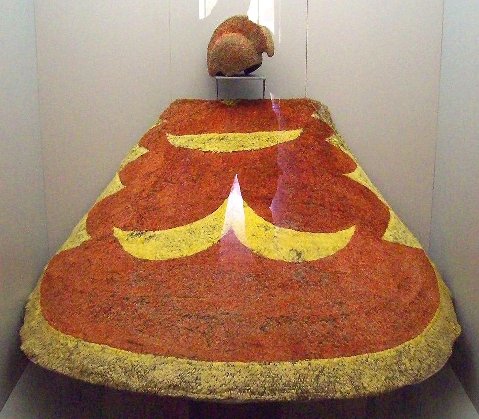 Capa de príncipe hawaiano (M. América Inv.13021) 01