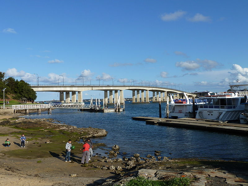 File:Captain Cook Bridge, from Riverside Drive, Sans Souci, New South Wales (2010-07-25) 02.jpg