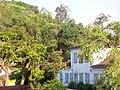 """Casarão e ao fundo um dos ultimos """"verdes"""" da zona sul de Niterói - panoramio.jpg"""