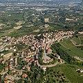 Castagnole delle Lanze, veduta aerea - Il nucleo storico.jpg