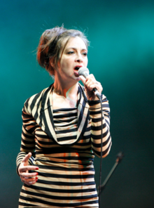 Ringer performing live with Les Rita Mitsouko at the Eurockéennes, 2007