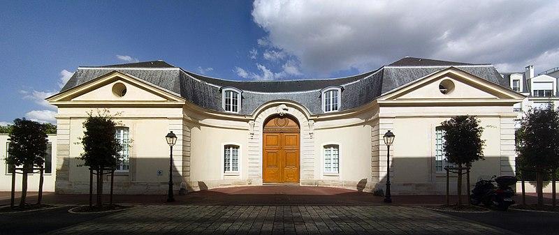 File:Charenton-le-Pont, Château de Bercy - Front side of the northern pavillion.jpg