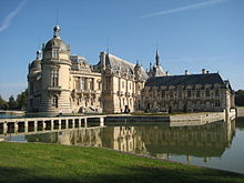 The Château of Chantilly houses one of the finest art collections in France. (Source: Wikimedia)