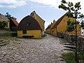 Christiansø - gaden mellem Bohlendachhuset & Pakhuset.jpg