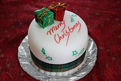 Christmas cake, Boxing Day 2008.jpg