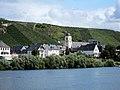 Church at Kinheim along the Mosel river - panoramio.jpg